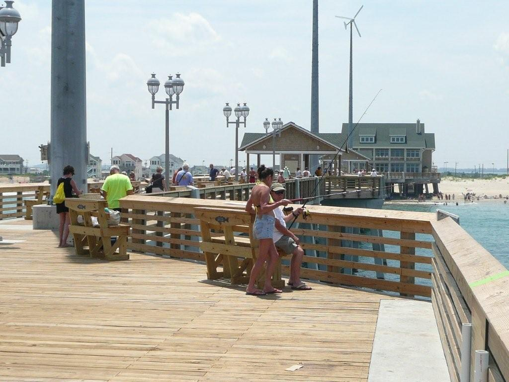 Family fun at jennette s pier outer banks real estate for Nags head fishing pier