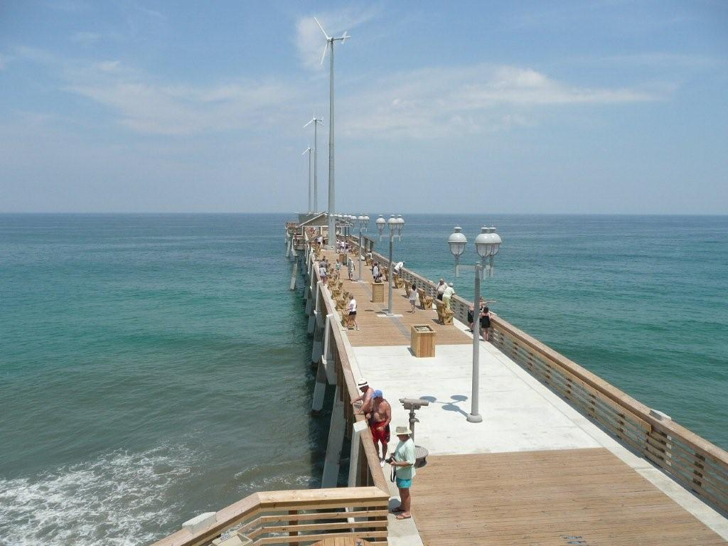 Fish on jennette s pier in nags head outer banks real estate for Fishing in duck nc